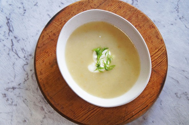 A cosy winter soup with fennel and apple