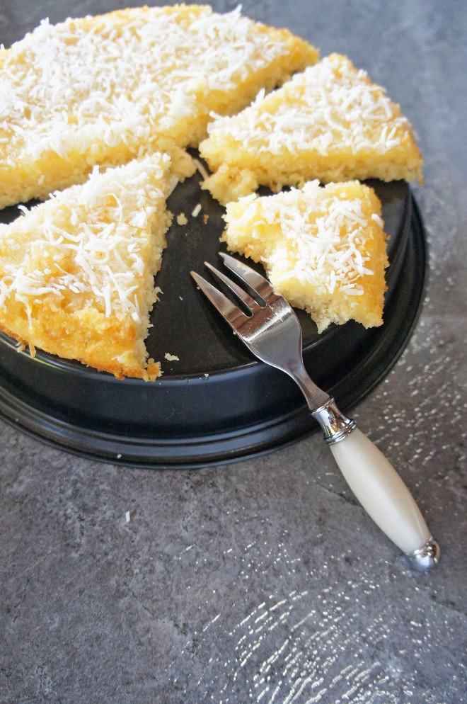 Pineapple and coconut drizzle cake - perfect tropical vibes to freshen up a wintery rainy day!