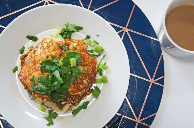 Fluffy cheesy cauliflower macaroni pancakes